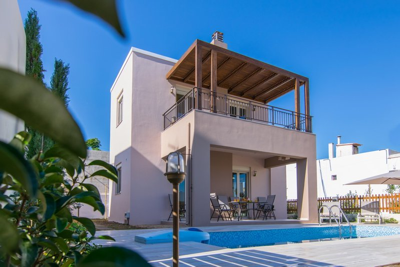 A photograph of Villa Aphrodite and the swimming pool for your holidays in Crete